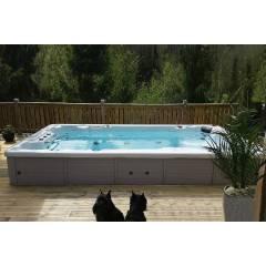 Treesse, Antibes плавательный бассейн с противотоком.